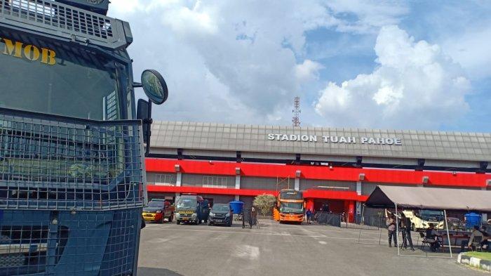 Penjagaan di Luar Stadion Tuah Pahoe Jelang Laga Kalteng Putra FC vs Persiba Balikpapan Sangat Ketat