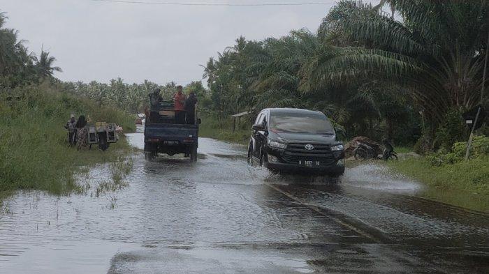 Jalan dan Rumah Jalur Samuda - Ujung Pandaran Kotim, Kalteng Terendam Banjir