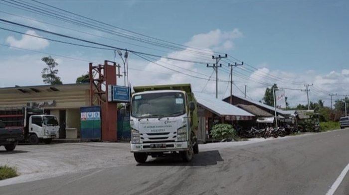 Jalan Beton ke Pelabuhan Bagendang Sampit Kalteng Terbukti Kuat Dilintasi Truk Sawit Bertonase Besar