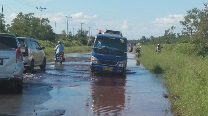 Bupati Gumas Khawatirkan Kerusakan Jalan Ganggu Pengiriman Logistik Pemilu