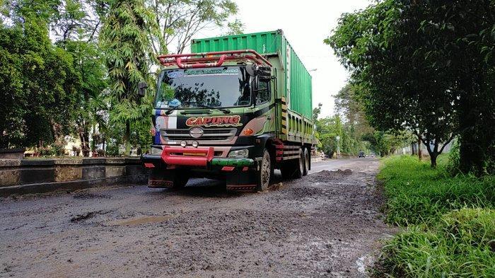 Jalan Rusak Kalteng, Jalan Rusak Dalam Kota Sampit Diperbaiki Cegah Kecelakaan Lalulintas