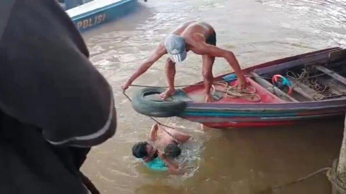Kuras air di Tongkang Batu Bara, Japrani Tenggelam di Perairan Sungai Barito Kalsel