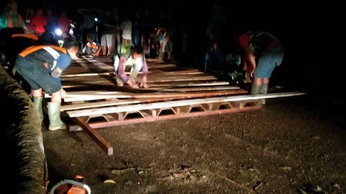 Jembatan Darurat di Panyipatan Tala Kalsel Tuntas, Jalur ke Pantai Batakan Telah Lancar Kembali