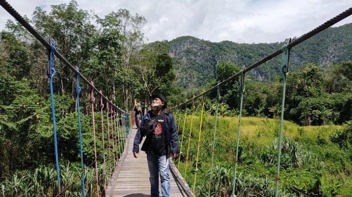 Wisata Kalsel, Jembatan Nateh Hulu Sungai Tengah, Viral Jadi Tempat Swa Foto