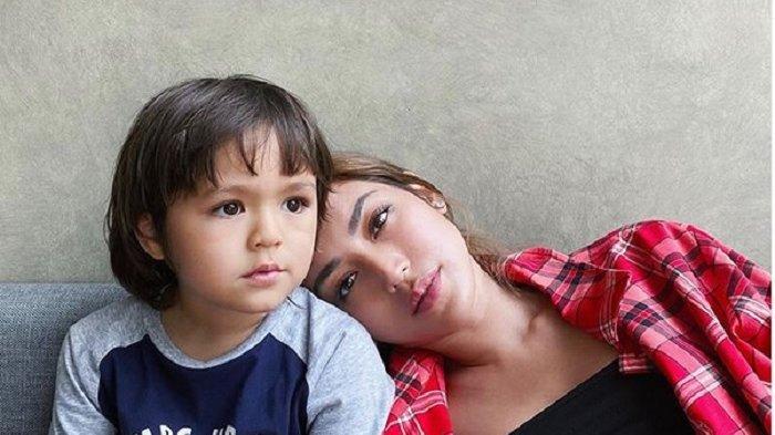Pernikahan Ibunya Dibatalkan, Putra Jessica Iskandar Tak Lagi Panggil Daddy Pada Richard Kyle