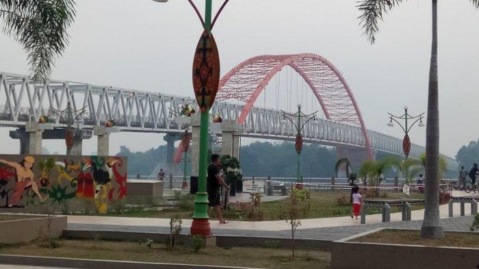 Wisata Kota Plus Kuliner di Bawah Jembatan Kahayan Palangkaraya, Lihat Videonya