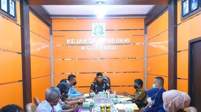 Penyelesaian Masalah Bapenda - PT BSS Dimediasi Kejari Kotabaru