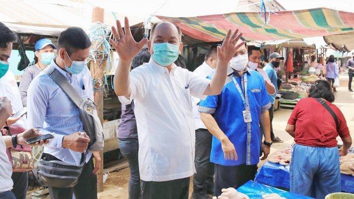 Blusukan ke Pasar Ampah Barito Timur Kalteng, Ben Bahat Disambut Antusias Dukungan Para Pedagang
