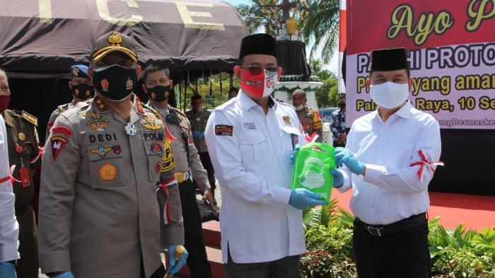 Pengguna Jalan di Bundaran Besar Palangkaraya Dapat Masker Gratis, Ini Harapan Kapolda Kalteng