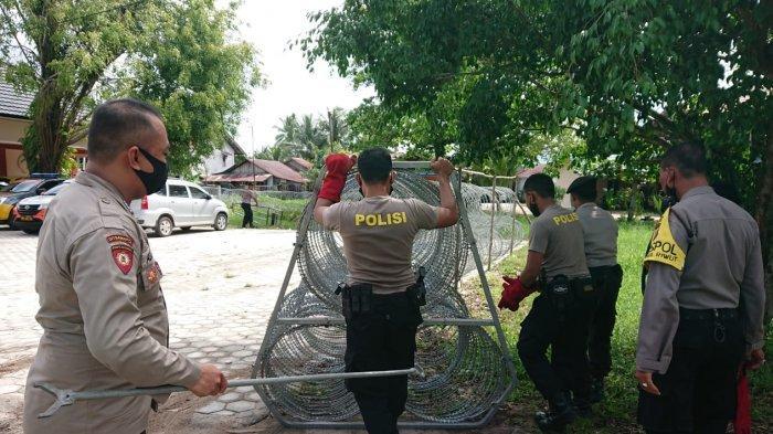 Kantor KPU Kota Palangkaraya Dipasang Kawat Besi Maksimalkan Pengamanan