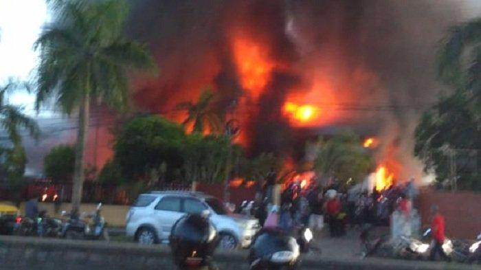 Kantor United Tractor Terbakar, Satpam Saksikan Api Bermula Dari Dalam Bangunan