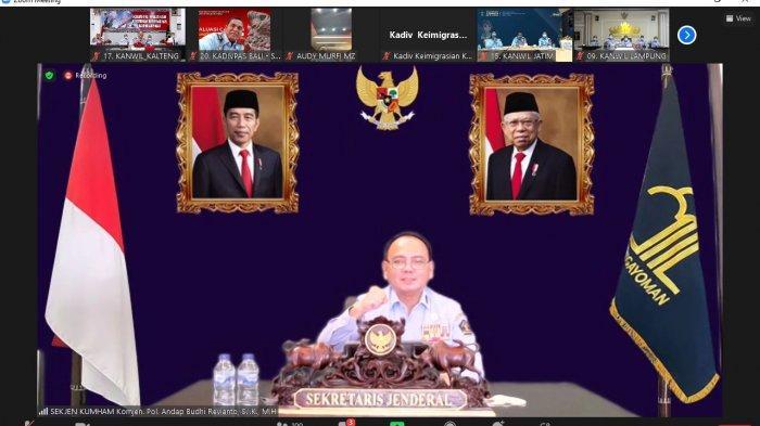 Jajaran Kemenkumham Kalteng dipimpin Kepala Kantor Wilayah Ilham Djaya mengikuti arahan dari Sekretaris Jenderal Kemenkumham, Andap Budhi Revianto yang dilaksanakan secara virtual melalui aplikasi zoom meeting, Senin (13/9/2021)