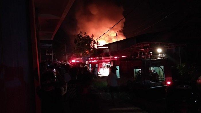 Ditinggal Penghuni Berhaji , Empat Rumah Hangus Dilalap Api