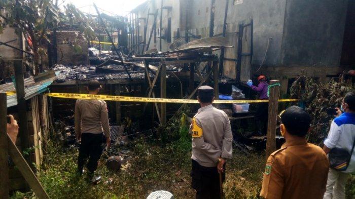 Kebakaran di Kalsel, Kapolres Tabalong Lihat Lokasi Kebakaran dari Belakang Hingga Depan