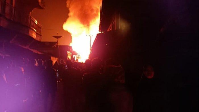Kebakaran Pasar Pujon Kapuas, Setelah Dua Jam Berkobar Api Mulai Dikuasai