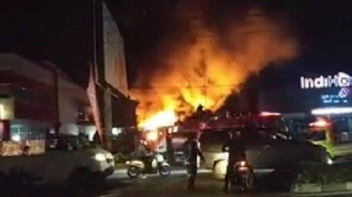 kebakaran-terjadi-di-kawasan-permukiman-pa-d-yani-palangkaraya-kamis-2372020-malam.jpg
