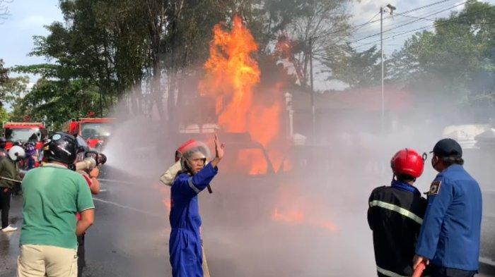 Kebakaran Mobil di Palangkaraya, Sopir Diduga Melarikan Diri