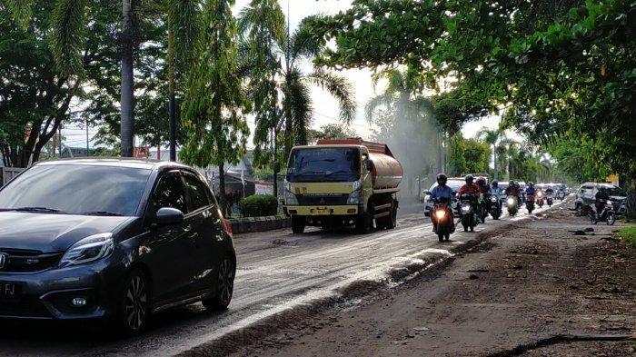 Jalan Rusak di Sampit Kalteng, Jalan di Dalam Kota Sampit Dilintasi Truk Sawit dan Angkutan Berat