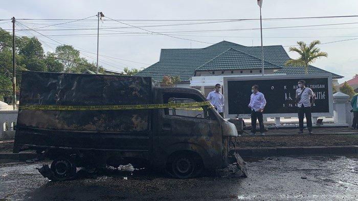 Kebakaran Mobil di Palangkaraya, Sebagian Huruf di Papan Nama Kantor Kesbangpol Kalteng Meleleh