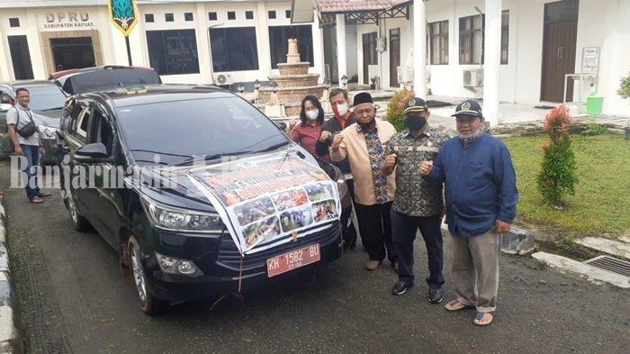 DPRD Kapuas Berangkatkan Empat Mobil Bawa Bantuan untuk Korban Banjir di Kalsel
