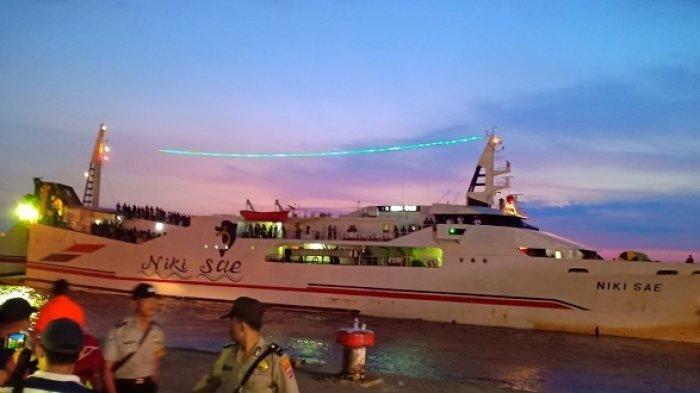 Kapal Niki SAE  Tiba di Pelabuhan Trisakti, Angkut Penumpang KM Satya Kencana IX