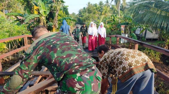 Satgas TMMD Kodim 1015/Spt melakukan pembangunan pembangunan jembatan  di Desa Bapinang Hilir dan Babirah Kecamatan Pulau Hanaut, Sampit, Kabupaten Kotawaringin Timur, Kalimantan Tengah.