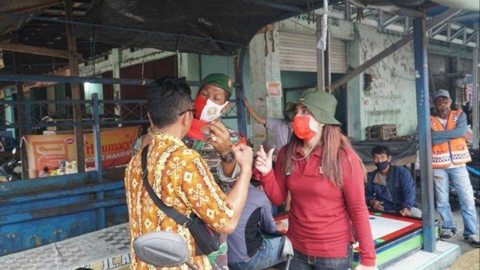 Kodim  Kualakapuas Bagi dan Ajak Masyarakat Gunakan Masker