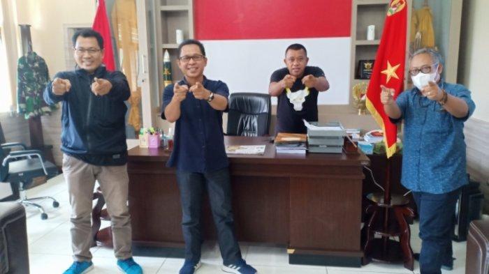 Danrem 102 Panju Panjung Brigjen TNI Yudianto Putrajaya (dua dari kanan) bersama tim Tribunkalteng.com, Rabu (6/10/2021) lalu.