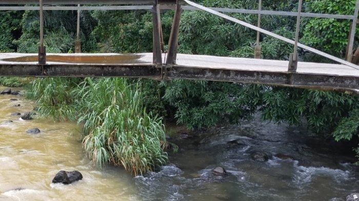 Wisata Bamboo Rafting Tetap Tamai Meski Sungai Loksado Kalsel Keruh