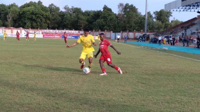 Saling Serang, Babak Pertama Derby Kalimantan Kalteng Putra vs Persiba Balikpapan Berakhir Imbang