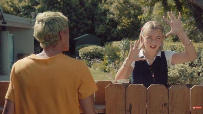 LINK Download Lagu Backyard Boy Oleh Claire Rosinkranz Lengkap Video Klip dan Lirik Lagu