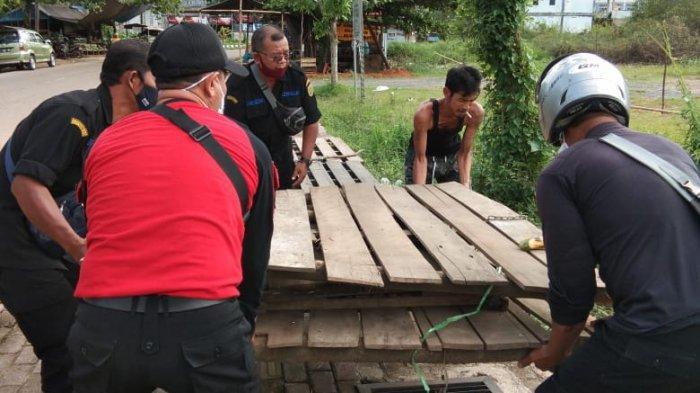 Sepuluh Lapak di Atas Trotoar Ditertibkan Dinas Perindustrian dan Perdagangan Tabalong