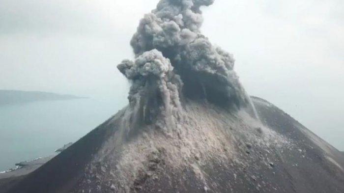 Gunung Krakatau Meletus 576 Kali Sehari, BNPB : Masyarakat Tetap Tenang