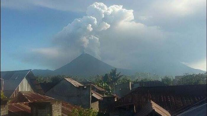 Gunung Soputan Meletus, Bandara Samrat Ditutup Pukul 19.30 Wita Malam