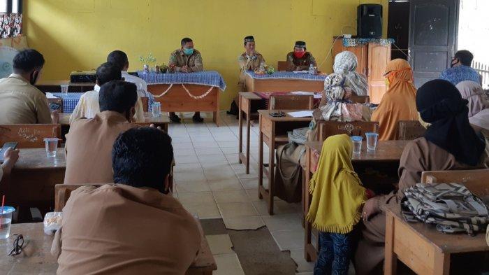 Lakukan Pembinaan Guru dan TU di MTsN 2 Kapuas, Ini Pesan Pengawas Madrasah