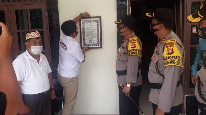 Kapolresta Palangkaraya Serahkan Maklumat Kapolri ke Paslon Gubernur Kalteng