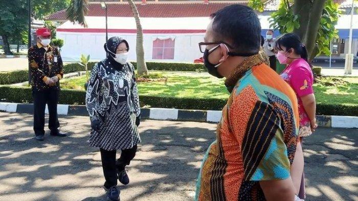Mensos Risma Marah Gegara Disambut Organ Tunggal Saat Kunjungan Kerja di Bandung