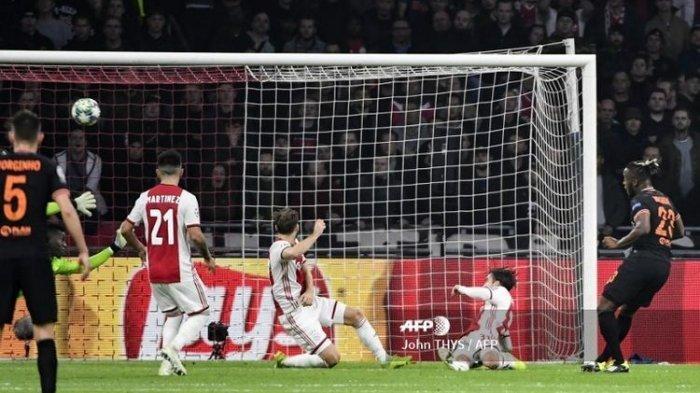 Tuan Rumah Ajax Amsterdam Dikalahkan Gol Tunggal Pemain Chelsea Michy Batshuayi di Liga Champions