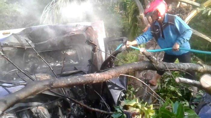 Mobil Boks Tabrak Pohon dan Terbakar,  Sopir Hangus di Kabin Kemudi