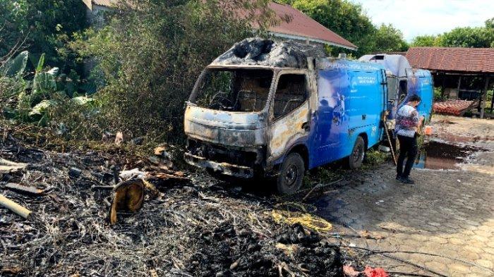 Kebakaran Dua Mobil Gegerkan Warga Jalan Cempaka Palangkaraya Kalimantan Tengah