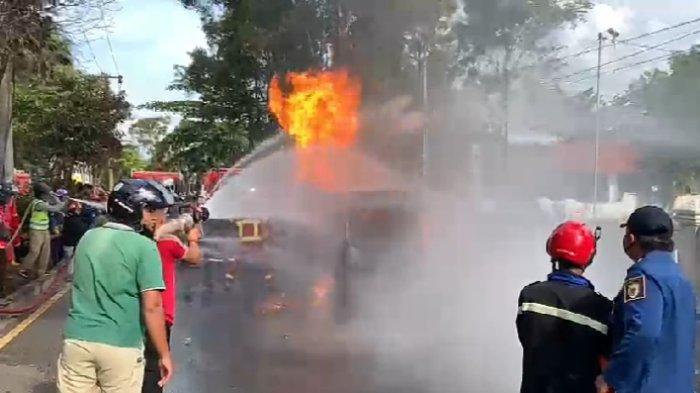 Polisi Kantongi Identitas Pemilik Mobil Pikap Pengangkut BBM Terbakar di Palangkaraya