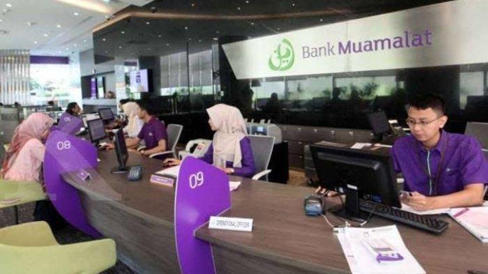 Aktivitas di salah satu kantor Bank Muamalat, Agustus 2021 ini bank tersebut membuka lowongan kerja