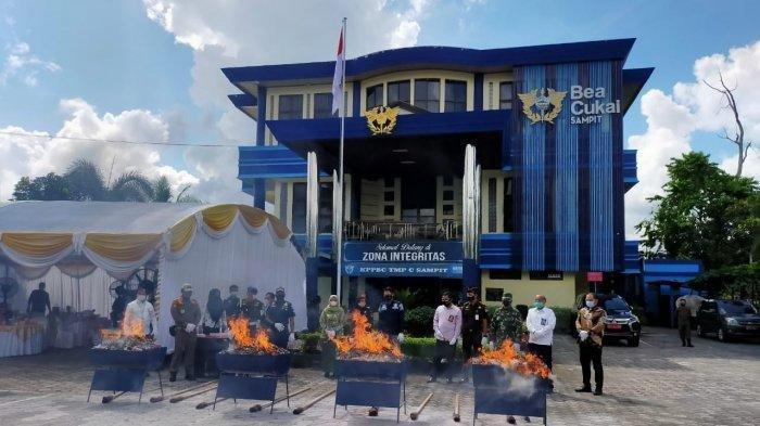 Rokok Ilegal di Kotim, 279.000 Batang Rokok Jadi Abu Dibakar Petugas Kantor Bea dan Cukai Sampit