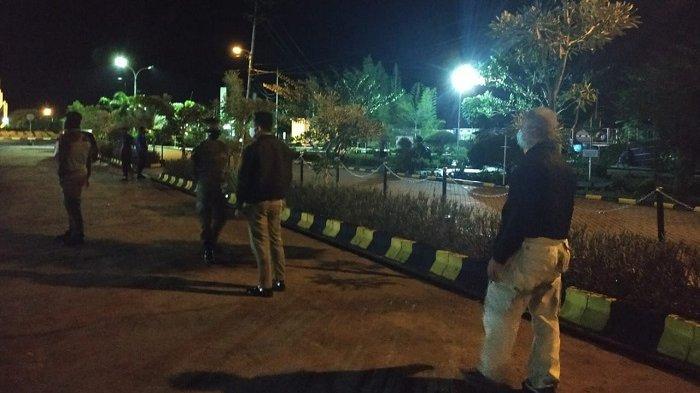 Waspada Covid-19, Satpol PP dan Damkar Kapuas Pantau Aktivitas Warga Malam Hari