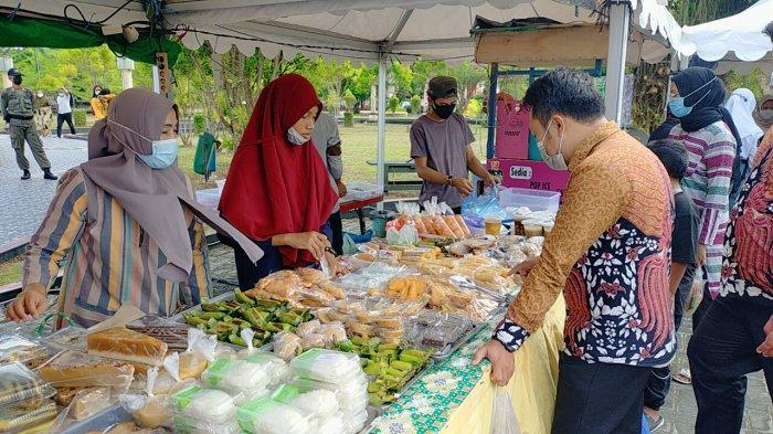 Pindah Lokasi Beralih ke Taman Kota, Pasar Ramadan Sampit Tak Seramai Dulu, Ketat Protokol Kesehatan