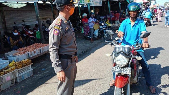 Satpol PP Kapuas Patroli Pengawasan di Pasar, Sosialisasi Wajib Kenakan Masker