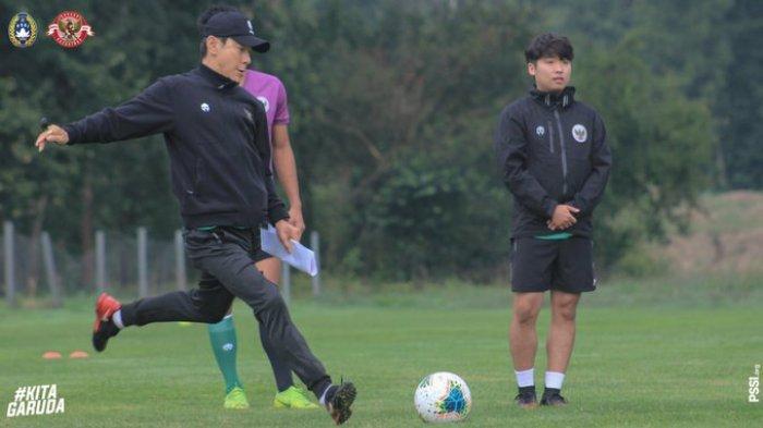 Pelatih Timnas U-19 Indonesia Shin Tae-yong saat memimpin anak asuhnya latihan