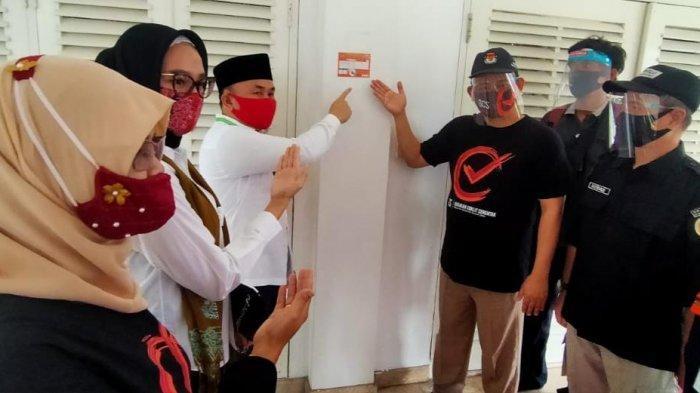 Petugas Coklit  Mendata Keluarga Gubernur Kalteng Sugianto Sabran