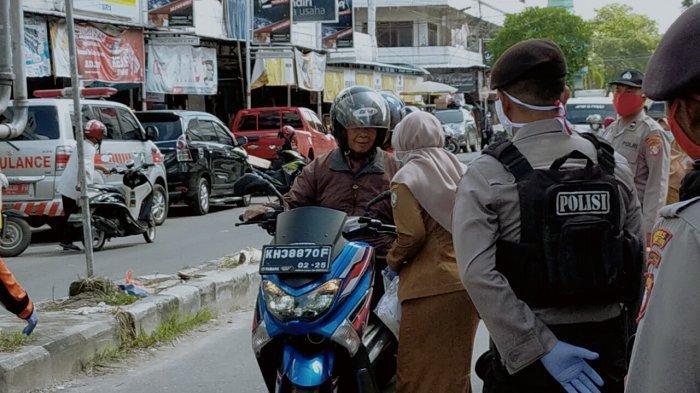 TNI dan Polri Bagikan Ratusan Ribu Masker Gratis ke Warga Kalteng Cegah Covid-19