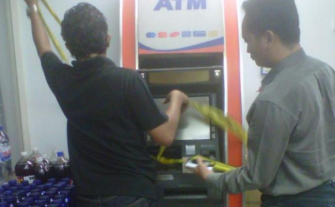 ATM BRI Dibobol Hanya dalam 10 Menit, 5 Pelaku Bawa Senjata Tajam hingga Senjata Api